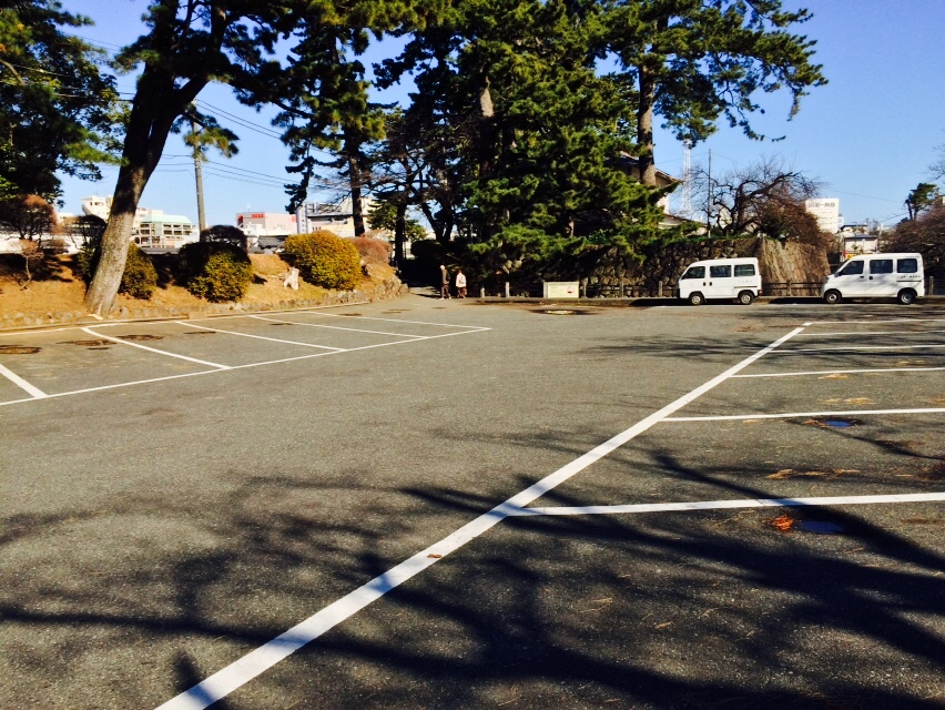 Wisteria trellis sightseeing bus parking lot